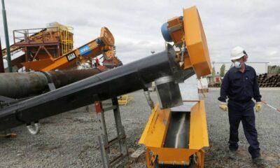 Argentina's largest oil group swerves .2bn debt default